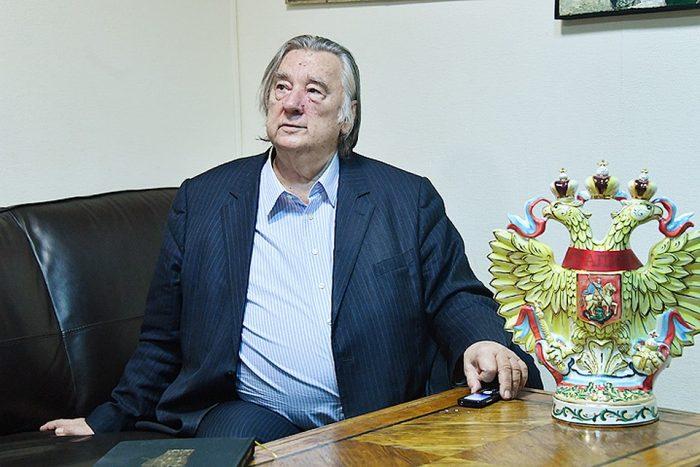 Известный писатель предложил оправдать сталинские репрессии ➤ Главное.net