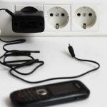 Эксперт рассказал, можно ли оставлять «зарядку» без смартфона в розетке ➤ Главное.net
