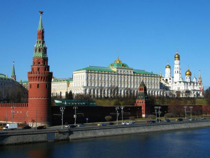Кремль не смог объяснить, в чем заключаются поправки Путина о Боге ➤ Главное.net