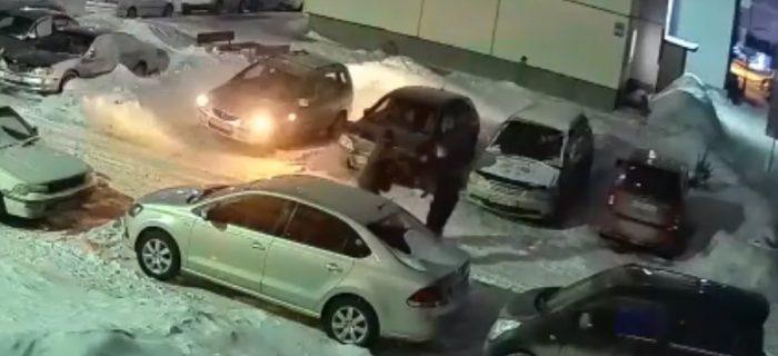 В Новосибирске мужчина не испугался стрельбы из автомата в упор 3