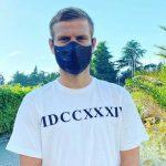 Ургант и Хрусталев обсмеяли Кокорина за крокодиловую маску ➤ Главное.net