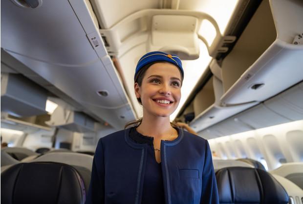 Что проверяют стюардессы, когда здороваются с вами в самолете ➤ Главное.net