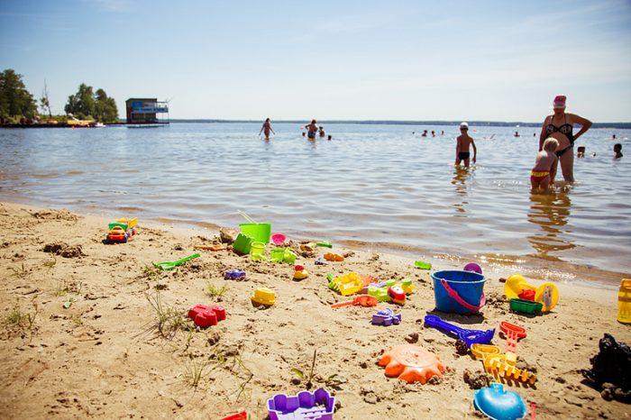 Семью избили на пляже за отказ платить за отдых ➤ Главное.net