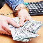 Кассир лопнувшего банка украла у вкладчиков сотни миллионов рублей ➤ Главное.net