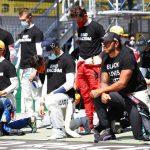 Реакция Хэмилтона на то, что не все гонщики Формулы-1 встали на колено ➤ Главное.net