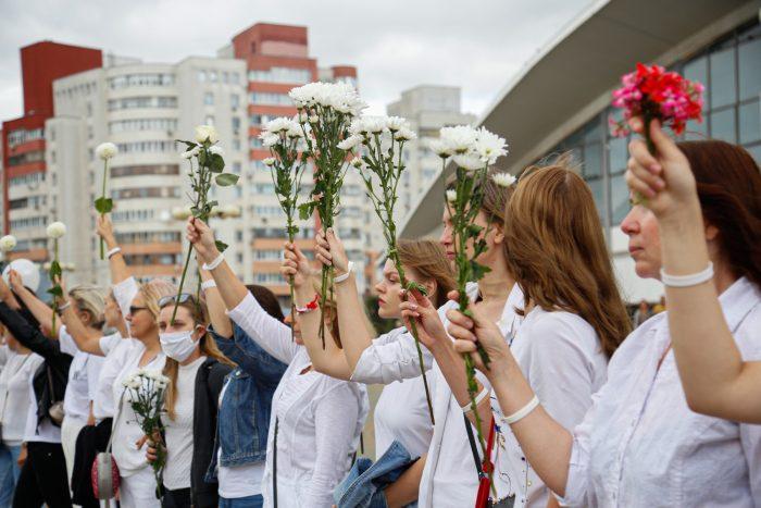 В белом и с цветами: женское шествие в Минске ➤ Главное.net