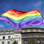 Поляки развесили радужные флаги на главных памятниках страны ➤ Главное.net