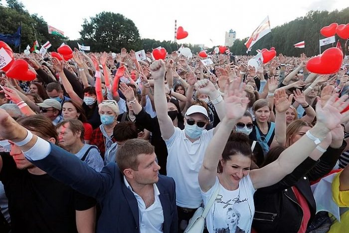 Макрон в Вильнюсе заявил, что ему все ясно по делу Навального, но Сенат Франции с ним не согласилсявћ¤ Главное.net
