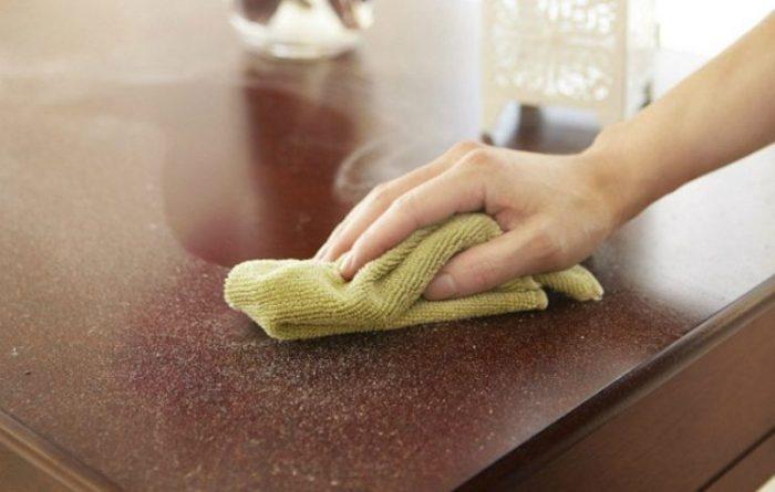 В доме больше нет пыли на мебели: я протираю их средством из аптеки ➤ Главное.net