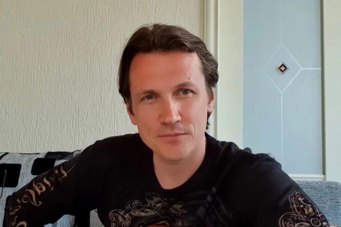 Ему 38, ей — 52: как живет экс-солист «Корней» Асташенок и как выглядят его женавћ¤ Главное.net