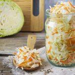 Быстро и просто. Хрустящая и очень вкусная квашеная капуста всего за 3 дня ➤ Главное.net