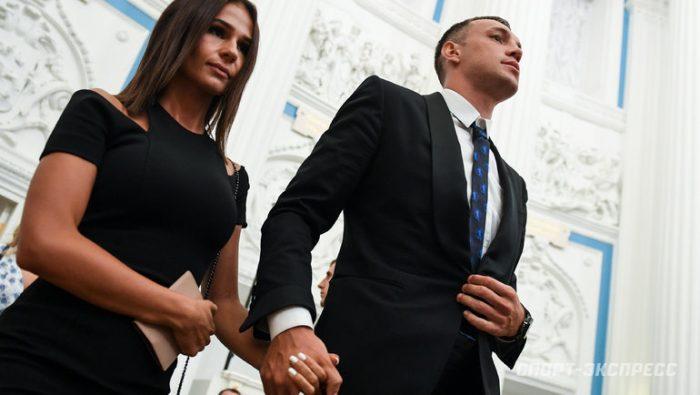 «Выглядит дурой на всю страну»: жена Дзюбы решила подать на развод ➤ Главное.net