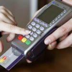«Платишь картой — кормишь банкира». Что на самом деле происходит с оплатой картами в России ➤ Главное.net