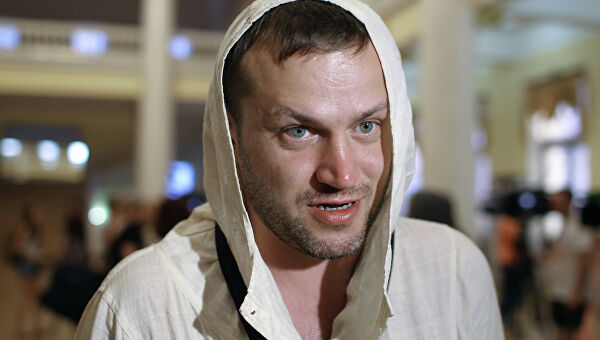 «Затащил ее в квартиру, повалил на пол»: как Сигарев первым сообщил Трояновой о самоубийстве ее сына ➤ Главное.net