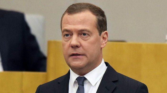 Медведев ответил, зачем он зажег фонарики ➤ Главное.net