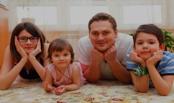 «В кино он — герой, но а в жизни оставил жену с тремя детьми»: Александр Пашков ➤ Главное.net