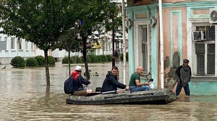 Крымчан эвакуируют из-за сильного наводнения на полуострове ➤ Главное.net